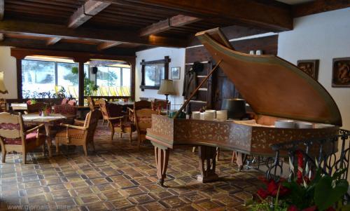 Il pianoforte antico per servire la minestra calda come merenda del pomeriggio