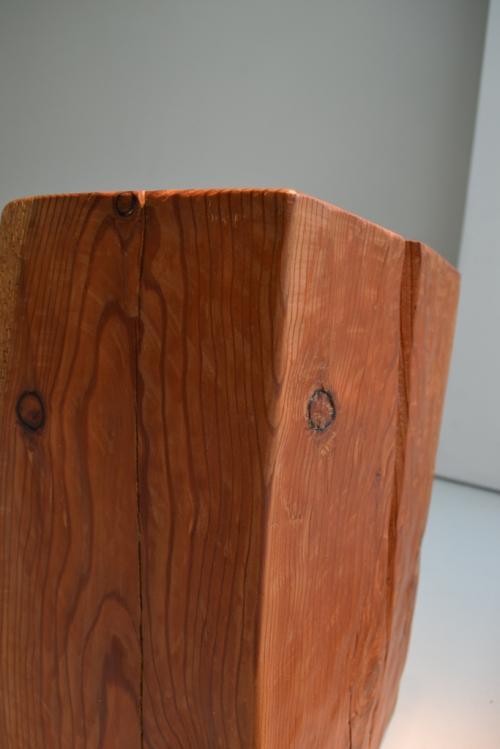 Ogni lampada è un pezzo unico estratto da un tronco di ulivo come questo
