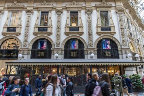 Galleria Cracco con le lunette omaggio alla Milano Design Week