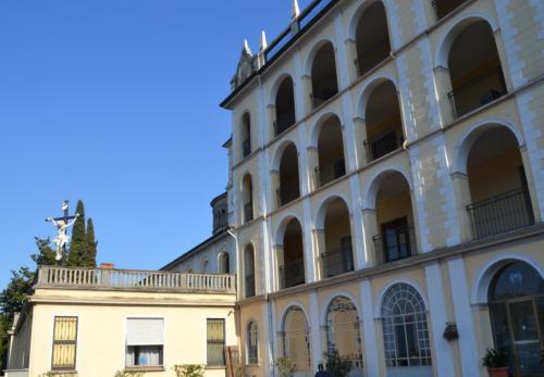 Il Santuario del SS. Crocifsso, qui è sepolto Rosmini  (foto giornalesentire.it)