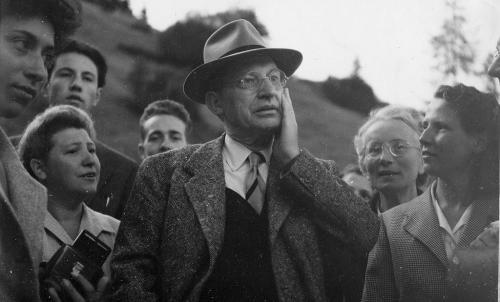 1948 - 24 agosto - Passo di Campolungo (TN) De Gasperi tra la gente del luogo