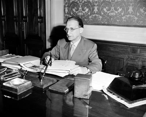 Nel suo ufficio a Roma (1951)