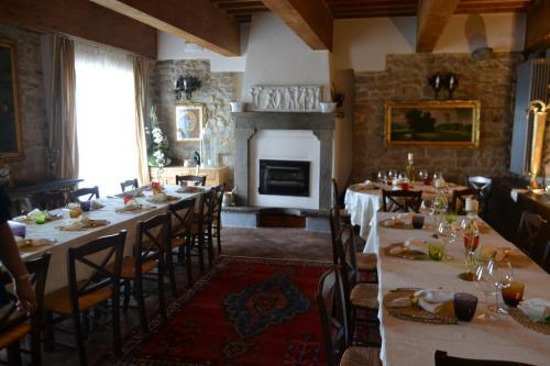 Il ristorante Puccini, lo chef prepara piatti toscano-altoatesini