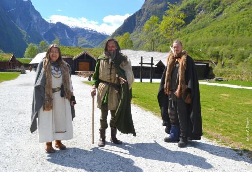 a Gudvangen, nel villaggio Njardarheimr un gruppo di persone ha scelto di vivere come i vichinghi (foto: C.Perer)