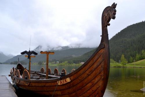 Una delle navi vichinghe di Bjorkedalen utilizzata per gite nel fiordo (foto: C.Perer)