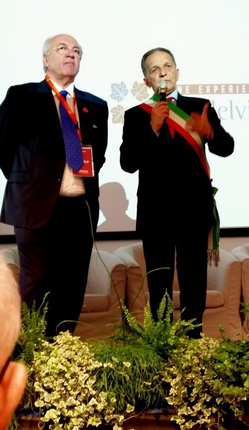 L'inaugurazione: il sindaco di Priocca, sen. Perosino, e il fondatore Alfeo Martini (foto www.giornalesentire.it)