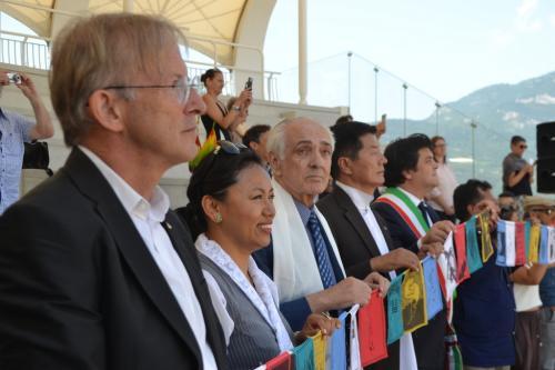 Le autorità ascoltano i 100 rintocchi di Pace della Campana di Rovereto