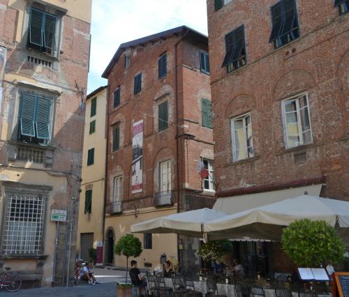La casa natale (al centro) oggi Museo Puccini