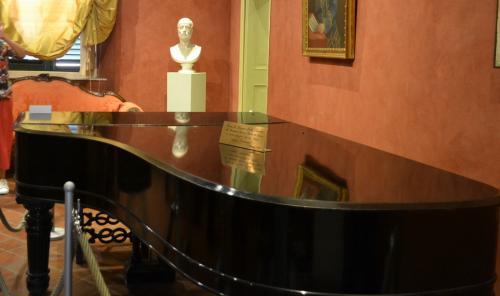 Il  leggendario pianoforte della Boheme, uno Steinway&Sons conservato a Lucca, conservato nella casa natale a Lucca