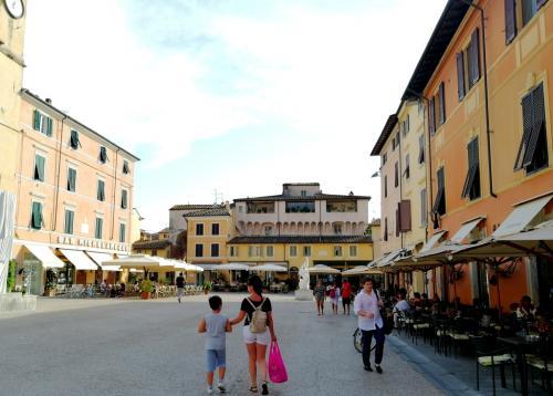 La  Piazzetta affollata e tutta da vivere (foto www.giornalesentire.it)