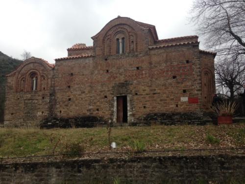 La regione è famosa anche per i monasteri e le chiese bizantine