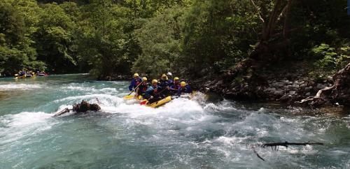 Nella Gola di Vikos la vacanza avventura trova l'ambiente perfetto