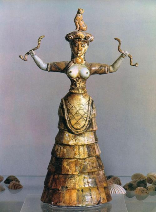 magnetica, ieratica: la dea dei serpenti