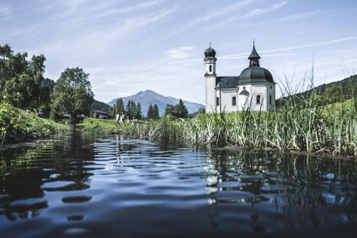 Seefeld è un luogo magico: tra montagne e corsi d'acqua