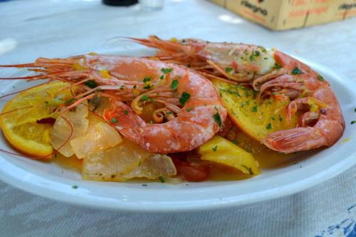 Gastronomia al Romea Beach: lo chef preparara ottimi scampi caramellati all'arancia