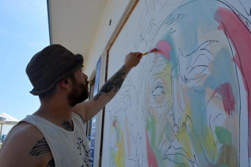 Romea Beach: l'artista Max Petrone al lavoro