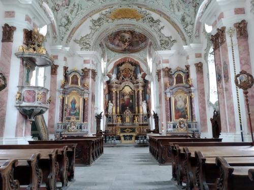 La navata centrale di San Michele