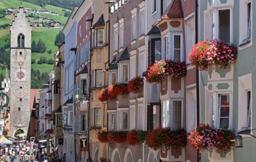 Bella tutto l'anno e specialmente in estate quando i balconi sono fioriti e curati
