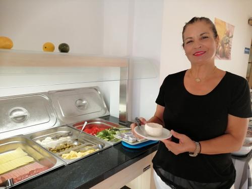Le mega colazioni della signora Eleni del Mediterranean Hotel - foto C.Perer