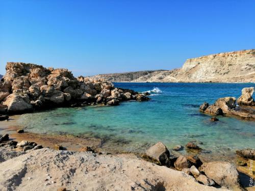 Le baie di Lefkos - foto: www.giornalesentire.it