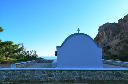 Mare e chiese: l'isola comunica tanta pace - foto: www.giornalesentire.it