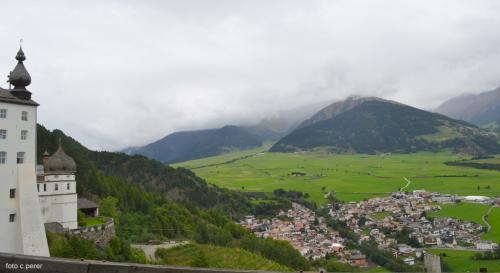 Veduta su Burgusio. Malles è il comune più esteso della Val Venosta
