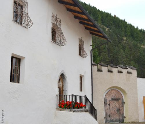 Attorno all'Abbazia partono sentieri che certamente furtono battuti dai primi monaci in meditazione.