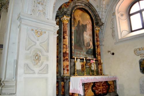 La chiesa di Nostra Signora, è dedicata alla Vergine Maria