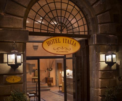 L'Hotel Italia si trova in via Ghibellina
