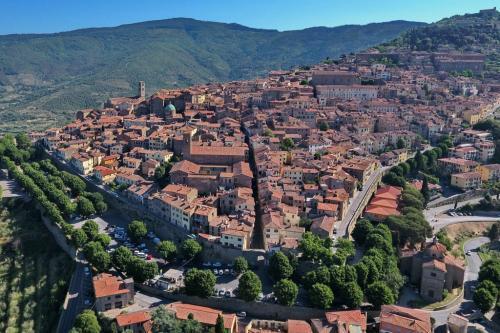 Veduta di Cortona, antichissima città etrusca piena di tesori e di chiese