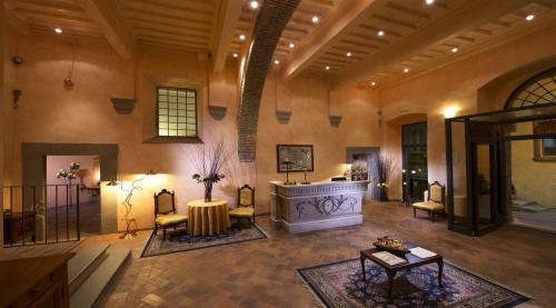 La hall dell'Htel Italia, un antico palazzo del '500 dotato di ogni confort