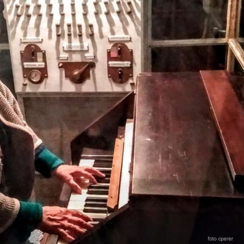 Le campane si azionano con una speciale tastiera