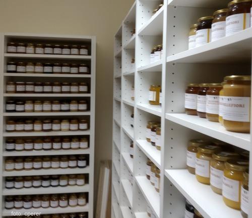 l'Osservatorio Nazionale Miele esamina oltre 800 campioni di mieli italiani all'anno
