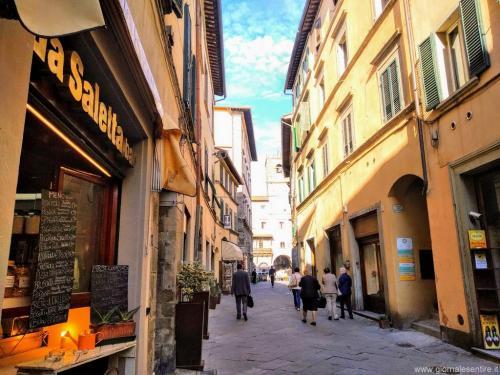 Via Nazionale a Cortona è l'unica via piana   - foto www.giornalesentire.it
