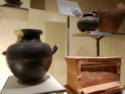 Urne e reperti etruschi  - foto www.giornalesentire.it