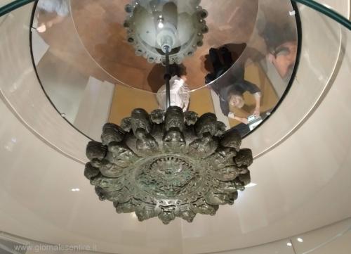 Il famoso lampadario etrusco è uno dei simboli di Cortona - foto www.giornalesentire.it