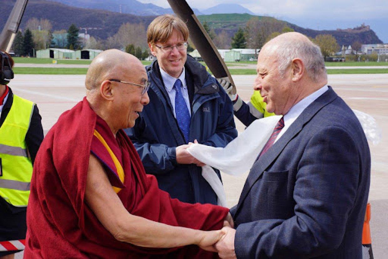 foto: il Dalai Lama a Bolzano con l'allora presidente Luis Durnwalder